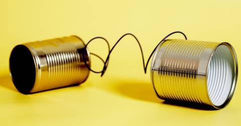 Blikken verbonden met een draad voor communicatie